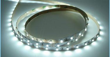 Kā es varu instalēt LED sloksne uz griestiem