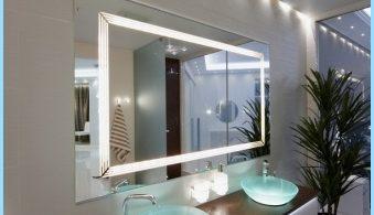 Gaisma spogulis iekšpusē vannas istaba