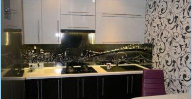 Dizains melnbaltās virtuve dzīvoklī